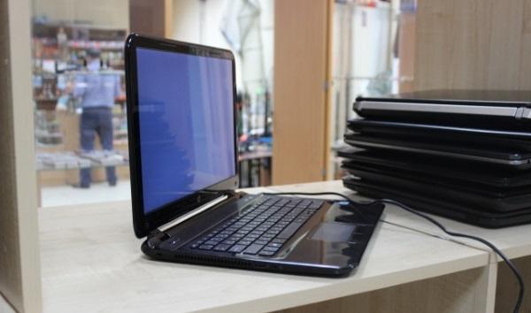 Ноутбук в магазине