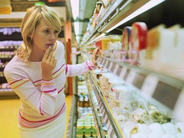 что делать по закону если купил просроченный продукт в магазине